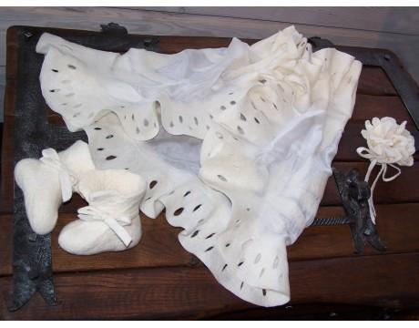 Komplektas krikštynoms: skraistė, batukai, žvakės papuošimas