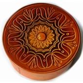"""Apvali dėžutė """"Gėlė"""" iš natūralios odos papuošta gintaro gabalėliu"""
